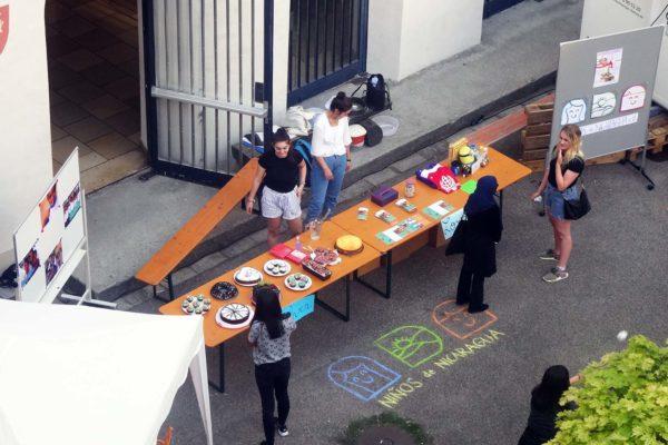 Der Niños de Nicaragua-Stand beim Altbaufest des Holbein-Gymnasiums
