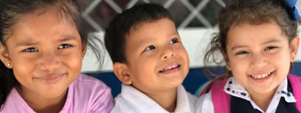 Nicaraguanische Schulkinder lachen